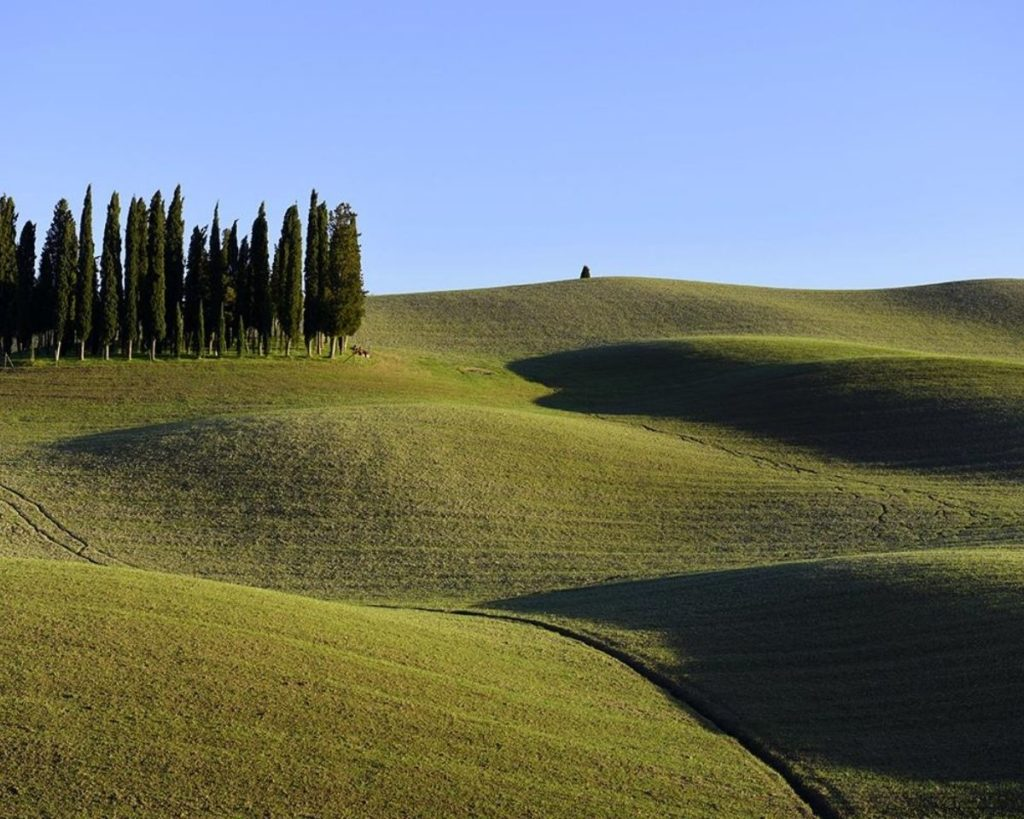 Green countryside that you can explore during weekend getaways in Italy
